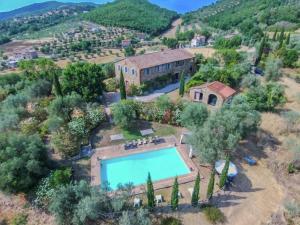 Agello Villa Sleeps 14 Pool Air Con WiFi - AbcAlberghi.com