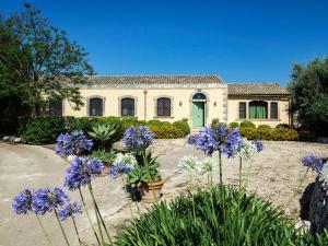 Ciane Villa Sleeps 8 Pool Air Con WiFi T763309 - AbcAlberghi.com