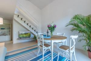 Forte dei Marmi Apartment Sleeps 4 Air Con - AbcAlberghi.com