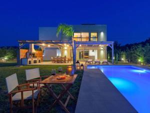 Ialysos Villa Sleeps 10 Pool Air Con WiFi - Pastida