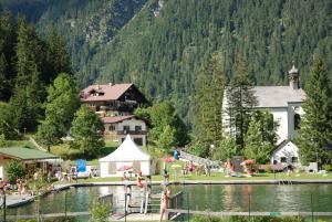 Ferienwohnung Pension Tirol - Apartment - Bichlbach
