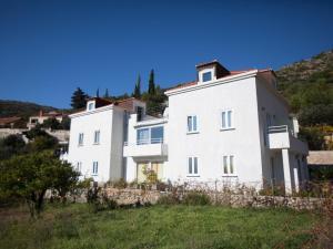 Quaint Villa in Dubrovnik Near Sea