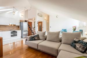 """obrázek - """"Split under the stars"""" two story apartment in the city center"""