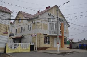Гостиница Радуга, Лиски