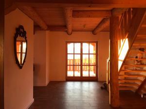 pokój w domku z bala