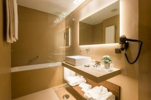 Hotel Dom Henrique - Downtown, Отели  Порту - big - 37
