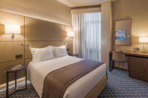 Hotel Dom Henrique - Downtown, Отели  Порту - big - 42