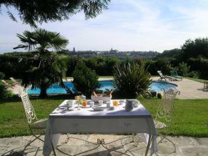 Location gîte, chambres d'hotes Chambres d'Hôtes de Champs Fleuri dans le département Charente 16