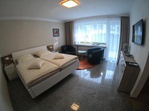 Bonsai Apartment II