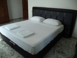 Friendship Hotel & Restaurant, Hotel  Horana - big - 2