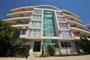 Menada Azzuro Apartments