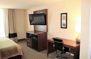 Comfort Inn & Suites - Chesterfield, Szállodák  Chesterfield - big - 2