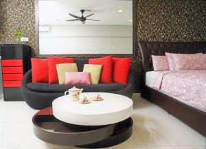 Anggunhomes@mercu summer suite