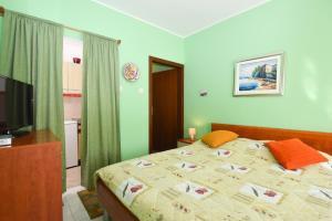 Studio in Stinjan/Istrien 8428, Ferienwohnungen  Štinjan - big - 9