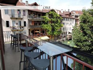 Lofts and Lakes Premium
