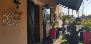 Accommodation in Mably