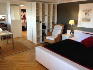 Guest room w. harbor view and balcony, 2770 Kopenhagen