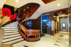 Hotel Aura, Отели  Нью-Дели - big - 138