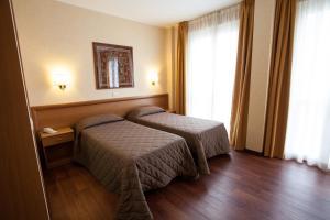 Hotel Esperia, Отели  Ро - big - 54