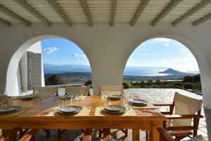 Villa Acqua · Gorgeous pool villa, stunning sea views, helipad!