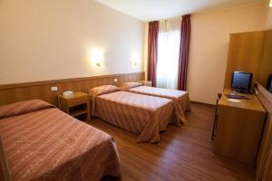 Hotel Esperia, Отели  Ро - big - 63