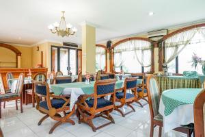 Auberges de jeunesse - OYO 377 Istana Permata Juanda