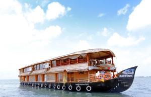 Symphony Cruise Houseboat
