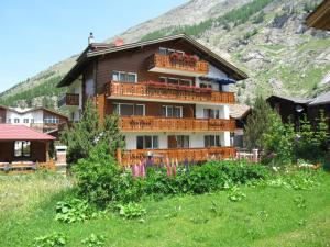 Apartment Haus Adora - Hotel - Saas Almagell