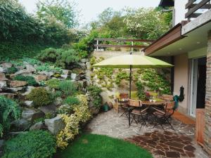 obrázek - A heartwarming apartment in a house with green surroundings and private garden