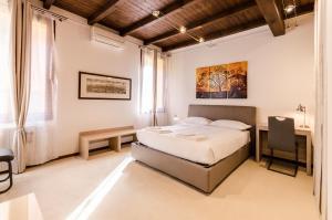 Borgo San Pietro Studio, in centro e comodo alla s - AbcAlberghi.com