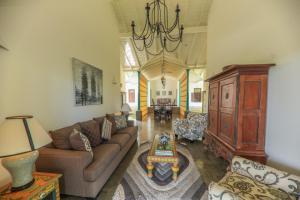 Thompson Manor (A Luxury Villa in Galle), Vily  Gálla - big - 68