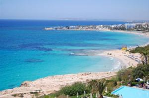 The Ultimate 5 Star Holiday Apartment in Paralimni with Private Pool and Close to the Beach, Paralim