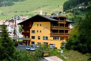 Pension Schlossberg - Hotel - Nauders