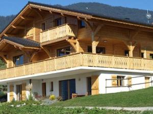 Location gîte, chambres d'hotes Luxurious Chalet with Private Terrace in Saint-Jean-d'Aulps dans le département Haute Savoie 74