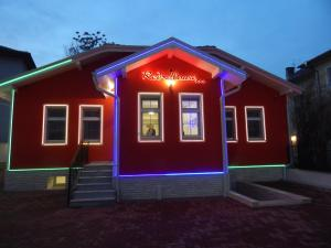 Red House - Hotel - Kyustendil