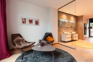 obrázek - Modern Smart Home Triplex Private Garden & Parking