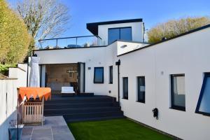 . Modern 2 Bedroom Garden House