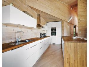 Five-Bedroom Holiday Home in Sjernaroy
