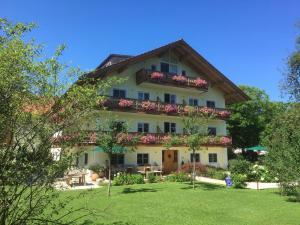 Gaestehaus-Destina-Marlena-und-Volker-Paul-Weindel - Chieming