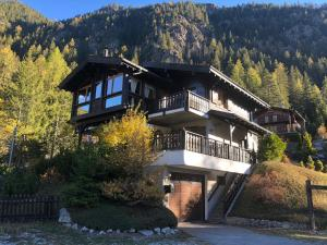 Chalet au Paradis with great views, hot tub, sauna & garden - Hotel - Champex-Lac