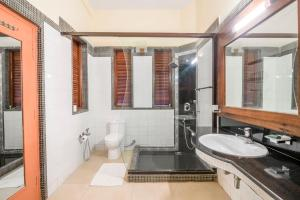 Riverside pool villa in Alto de Porvorim, Goa, by GuestHouser 65646, Vily  Macasana - big - 4
