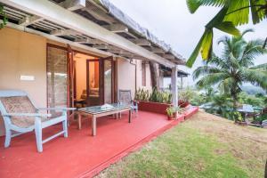 Riverside pool villa in Alto de Porvorim, Goa, by GuestHouser 65646, Vily  Macasana - big - 10