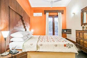 Riverside pool villa in Alto de Porvorim, Goa, by GuestHouser 65646, Vily  Macasana - big - 18