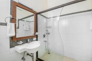 Riverside pool villa in Alto de Porvorim, Goa, by GuestHouser 65646, Vily  Macasana - big - 24