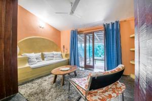Riverside pool villa in Alto de Porvorim, Goa, by GuestHouser 65646, Vily  Macasana - big - 36