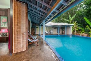Riverside pool villa in Alto de Porvorim, Goa, by GuestHouser 65646, Vily  Macasana - big - 38