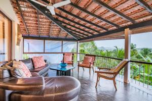 Riverside pool villa in Alto de Porvorim, Goa, by GuestHouser 65646, Vily  Macasana - big - 41