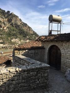 Romeo's Guest House - Velabishti