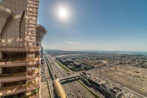 Hometown Apartments - 3 Bedroom Executive Condo next to Dubai Downtown