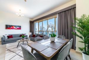 Hometown Apartments - 2 Bedroom Executive Condo next to Dubai Downtown - Dubai